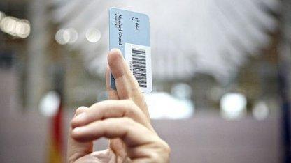 Bundestag beschließt Gesetz über Bestandsdaten