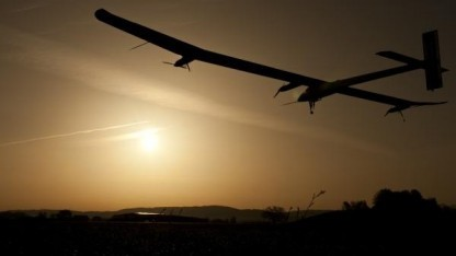 Das Solarflugzeug Solar Impulse bei einem Flug über die Schweiz 2011