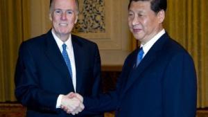 Tom Donilon mit Chinas neuem Staatschef Xi Jinping (2012 in Peking): Gespräche über Sicherheit im Internet