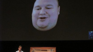 Kim Dotcom spricht am 11. März 2013 auf dem Southwest-Festival via Skype Video mit dem Journalisten Charles Graeber.