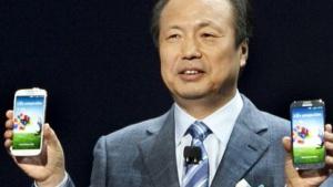 JK Shin, President und Leiter der Mobilsparte von Samsung, präsentiert das Galaxy S4.