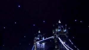 Hummingbirds am Nachthimmel über London