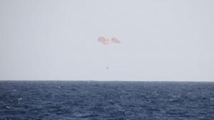 Dragon kurz vor der Landung: 1,2 Tonnen Nutzlast zur Erde transportiert