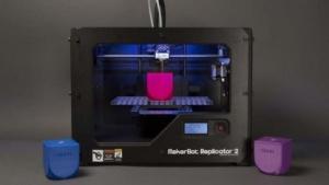 3D-Drucker erzeugt Ouya-Gehäuse.