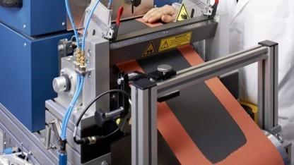 Beschichtung von Elektroden im Rolle-zu-Rolle-Verfahren: gleiches Gewicht, doppelte Reichweite