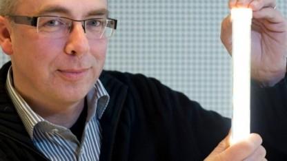 Philips-Manager Coen Liedenbaum mit der TLED
