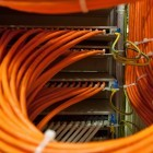 1 GBit/s: Telekom-Konkurrenten wollen Glasfaser oberirdisch verlegen