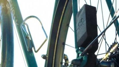 detailed look cccd9 ad46c Ladegerät Atom: Das Fahrrad lädt den Smartphone-Akku - Golem.de