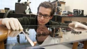 Krystalboard: Elektronische Schultafel wird per Knopfdruck gesäubert