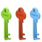 Keyprop: Schlüsselbund stützt Smartphone beim Filmegucken