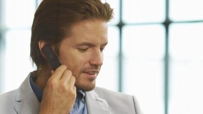 Mit der Bluetooth-Einheit des Smart Bluetooth Headsets direkt telefonieren