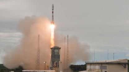 Die Sojus-Trägerrakete startet.
