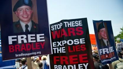 Demonstranten fordern Freilassung des Whistleblowers Bradley Manning
