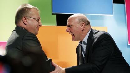 Nokia-Chef Stephen Elop (l.) und Steve Ballmer von Microsoft im Januar 2012