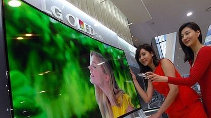 Der gebogene OLED-Fernseher 55EA9800  ist schon auf dem Markt.