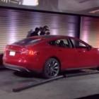 Tesla Motors: Wechselakku an der Robotertankstelle