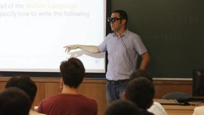 Die AR-Brille soll auch Ratlosigkeit in den Gesichtern der Studenten erkennen.