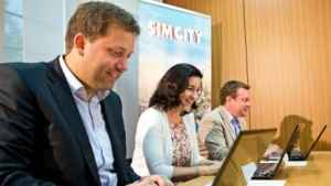 Klingbeil, Bär und Schulz spielen Sim City  (v. l. n. r.)
