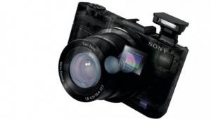 Sony: Cybershot RX100 II mit Klappdisplay und optionalem Sucher