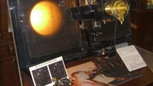 Der Blinkkomparator von Clyde Tombaugh, mit dem er den Pluto entdeckte