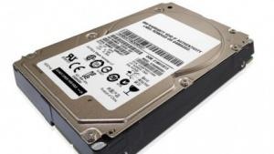 IBM bietet für einige Server nun SSHDs an.