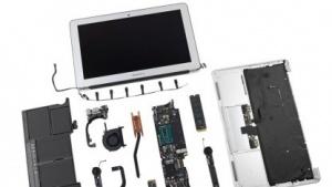 Das 11 Zoll große Macbook Air (Mid 2013) in Einzelteilen