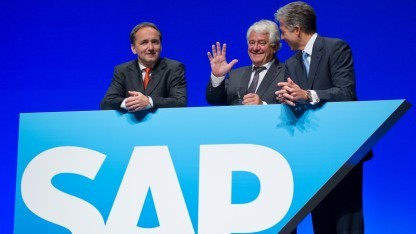 Hasso Plattner (Mitte) posiert 2012 mit den Kochefs Jim Hagemann Snabe (l.) und Bill McDermott.
