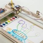 Pinselplotter: Sylvias Watercolorbot malt mit Wasserfarben