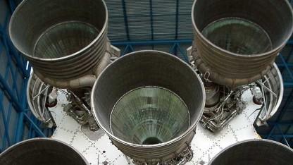 Die fünf F-1-Raketentriebwerke der Saturn V