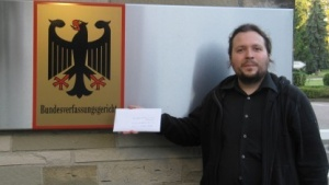 Übergabe der Beschwerde in Karlsruhe