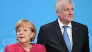 Merkel und Seehofer bei der Vorstellung des Wahlprogramms  am 24. Juni in Berlin