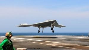 X-47B: Drohne landet auf einem Flugzeugträger