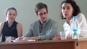 Edward Snowden beim Treffen mit Menschenrechtlern in Moskau