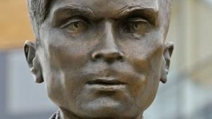 Statue von Alan Turing (an der University of Surrey): dritte Lesung im Oktober