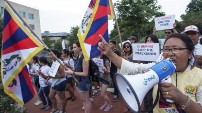 Tibetische Demonstranten (in Washington im Juli 2013): schon mehrfach Menschenrechtsgruppen angegriffen