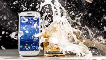 Liquipels Beschichtung soll Smartphones wasserfest machen.