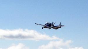 Terrafugia Transition in der Luft (2012): acht Jahre lang Prototypen präsentiert