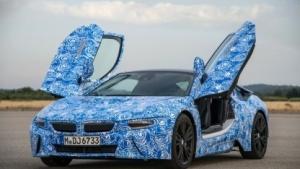 BMW i8 in Tarnlackierung
