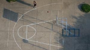 Wie ein Zehn-Cent-Stück auf einem Basketball-Feld: So beschreibt die NSA den Anteil des überwachten Internetverkehrs.