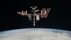 Raumstation ISS (mit angedocktem Spaceshuttle, 2011): 3D-Drucker bei Parabelflügen getestet