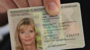 """E-Personalausweis: Regierung """"schiebt Verantwortlichkeit auf den Bürger ab"""""""