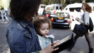 Tablet-Nutzung unterwegs ist wenig verbreitet.