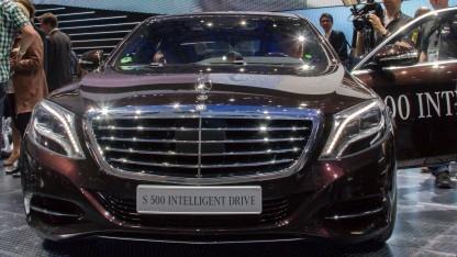 Mercedes Benz S 500 Intelligent Drive: schwieriger Kreisverkehr