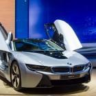 BMW i8: Schicker Hybridsportwagen mit Scherentüren