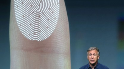 Apple Senior Vice President Marketing Phil Schiller stellt den biometrischen Scanner im iPhone vor.