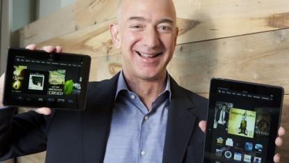 Amazon-Chef Jeff Bezos zeigt das Kindle Fire HDX.