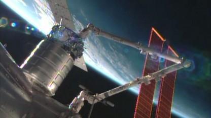 Hab dich: Die Raumfähre Cygnus ist vom Canadarm2 eingefangen worden (am 29. September 2013)