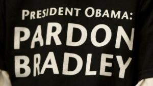 T-Shirts mit dem Appell an US-Präsident Obama, Manning zu begnadigen