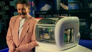 Luigi Colani mit 3D-Drucker: Puppen tanzen auf den Gardinen.