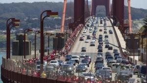 Verkehr auf der Golden Gate Bridge in San Francisco, Kalifornien